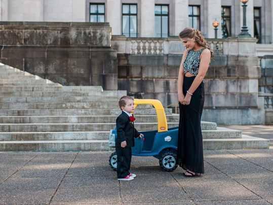 малыш и машинка