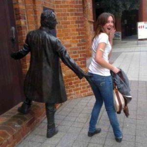веселые статуи