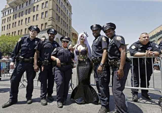 полиция на параде в Бруклине