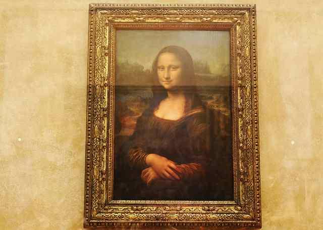 мона лиза в Лувре 1