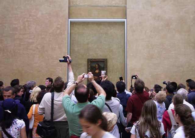 мона лиза в Лувре 2