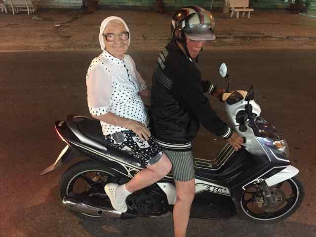 старушка на байке