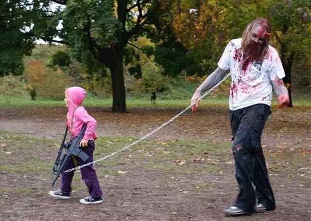 папа с дочкой на прогулке