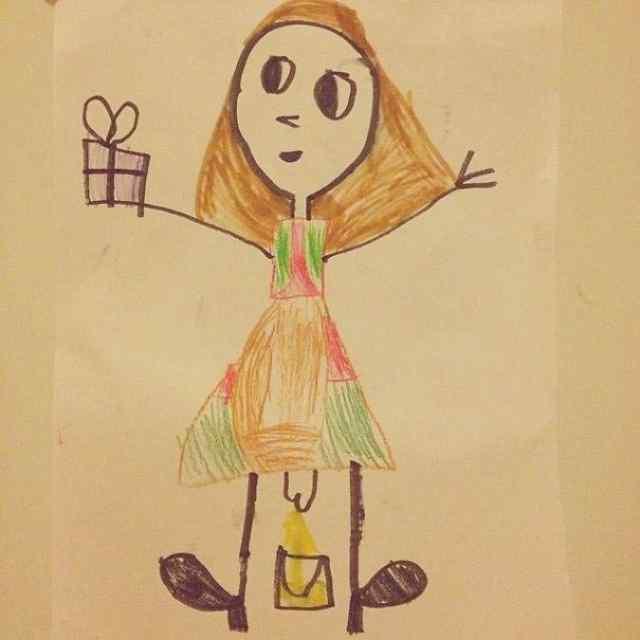 дети рисуют маму