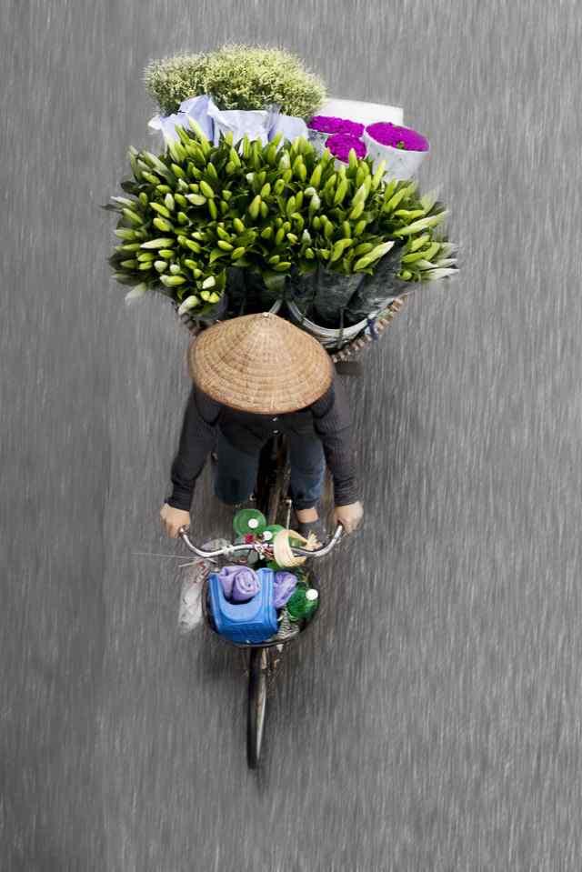 красочные фотографии с продавцами цветов