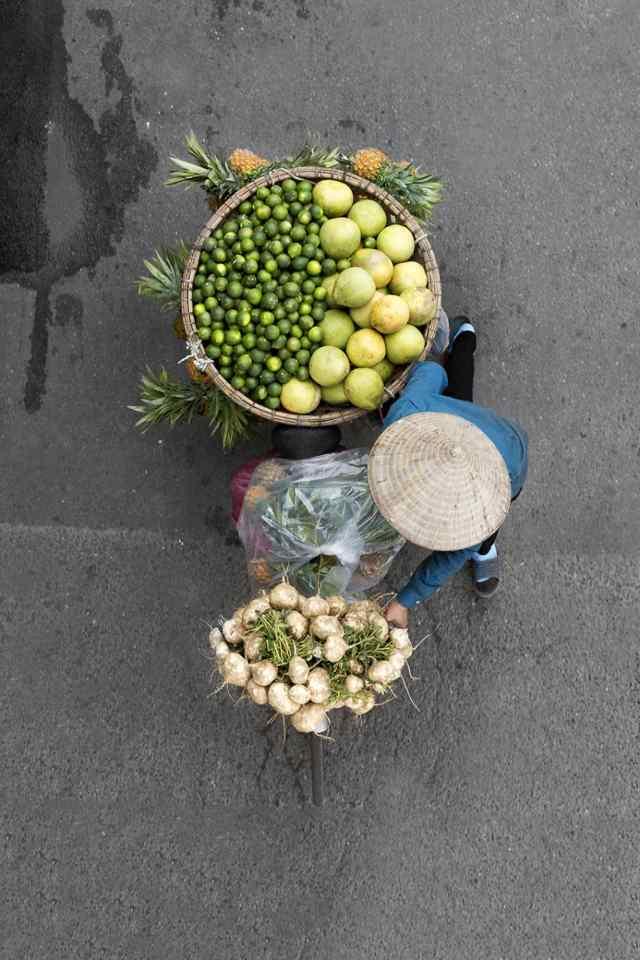 продавцы фруктов во Вьетнаме