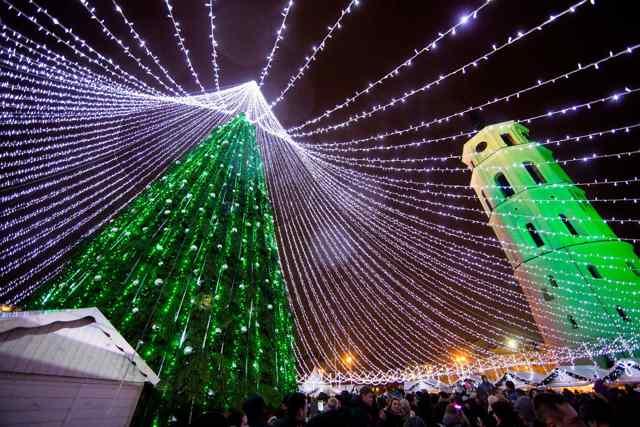 50 000 светодиодов украшают ёкку