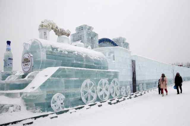 подготовка к фестивалю ледяных скульптур в Харбине 2017