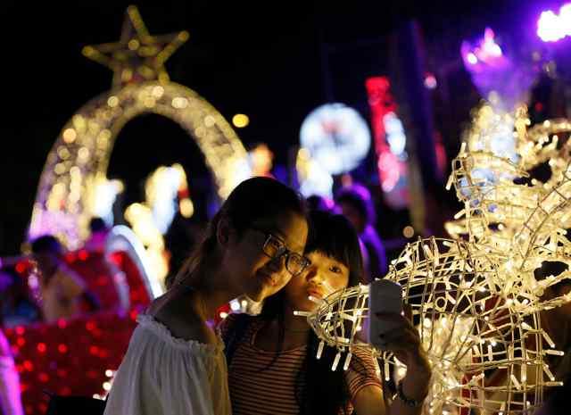 Световая новогодняя иллюминация 2017 года в разных городах мира.