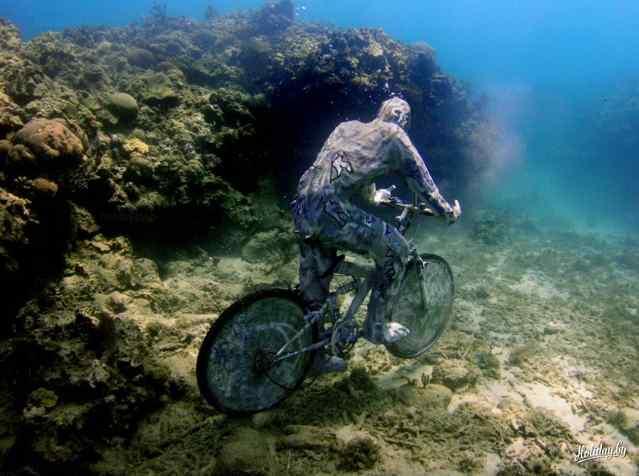 велосипедист под водой
