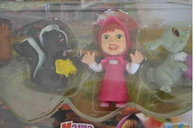 Китайская игрушка Маша и Медведь.