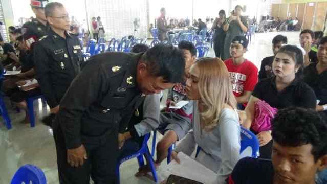 Весений призыв в армию Таиланда. Lady boy.