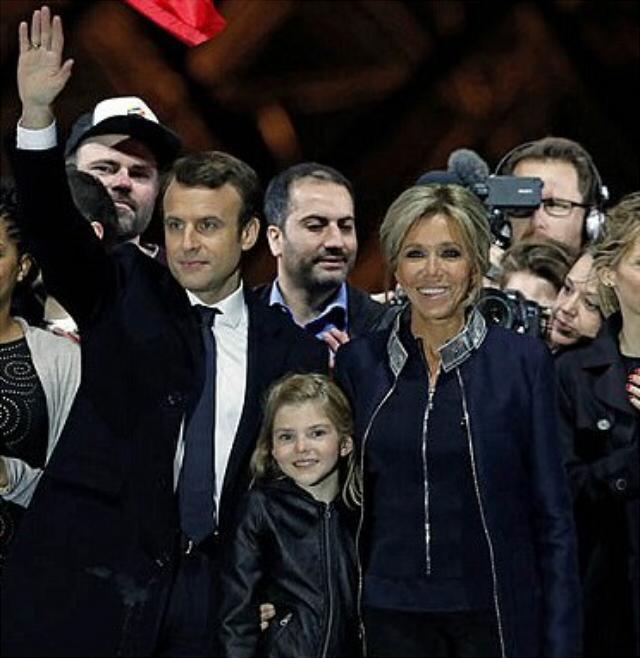Франция после выборов в одном фото.