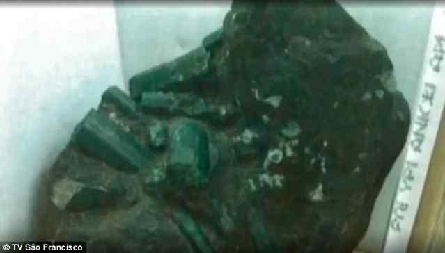 Огромный изумруд нашли в Бразилии.