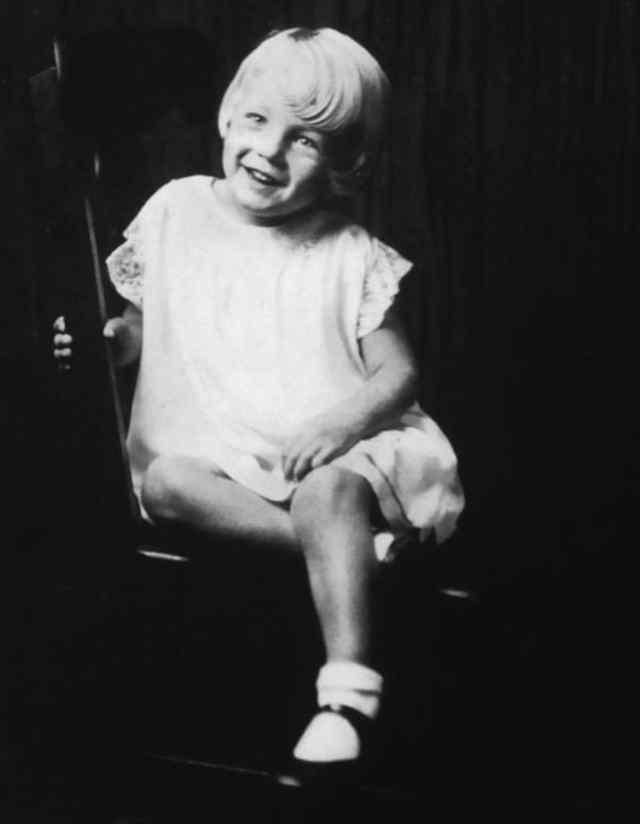 Норма Джин Мортенсон на пять лет (1931